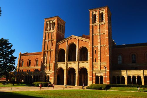 Mom busted for paying $400K bribe to get her son into UCLA