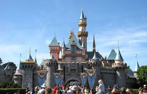 Tourist with measles may have exposed hundreds at Disneyland and other tourist destinations