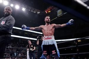 Tennessee boxer Plant defends world title with TKO in 10th
