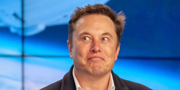Elon Musk just emailed every single Tesla employee that car deliveries should be their 'primary priority' in what he's calling the biggest wave in company history