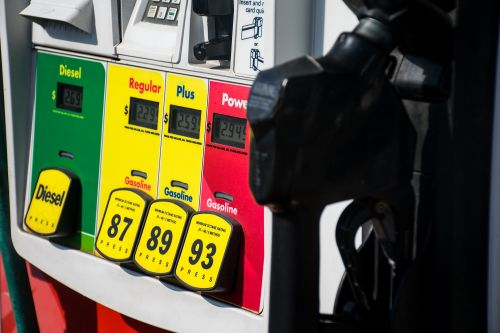 How Wall Street manipulators cause summer gas prices to fall