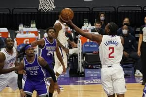 Short-handed Clippers manhandle Kings 138-100