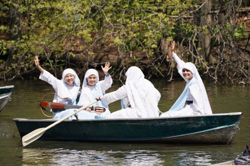 Nuns from Colombia serenade crowd while rowing in Central Park