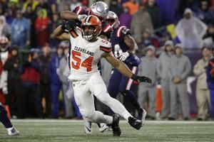AP source: Browns restructure DE Olivier Vernon's contract