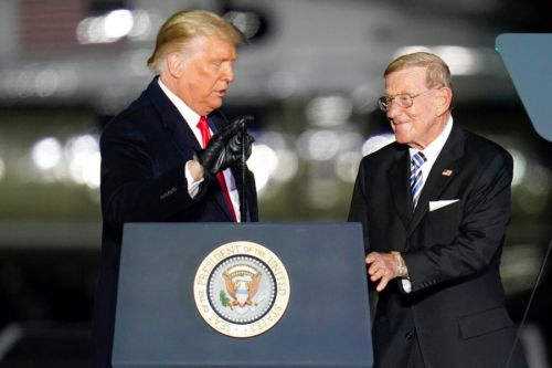 Former football coach Lou Holtz to receive Presidential Medal of Freedom