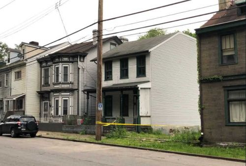 Wanted man jumps from roof of two-story home during police chase in Brighton Heights