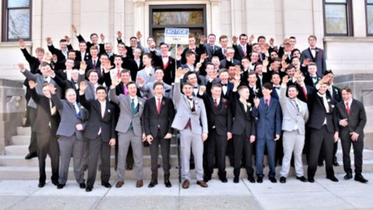 Photo appears to show students giving Nazi salute on steps of Wisconsin courthouse