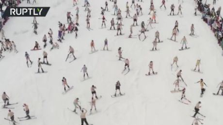 1,700 bikini-clad snowboarders & skiers hit Siberian slopes to close season in style