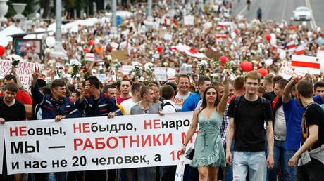 Thousands of workers march to Belarus parliament from Minsk tractor factory as protests intensify