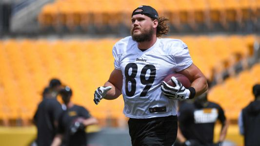 Steelers tight end Vance McDonald retires