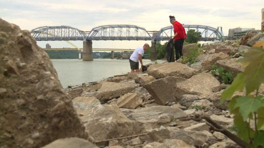Hundreds take part in 20th annual Ohio River Sweep