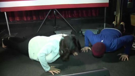 Video: Tulsi Gabbard matches challenger push-up for push-up