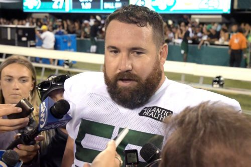 Jets sitting center Ryan Kalil in last minute about-face