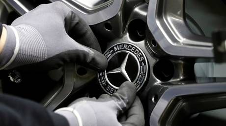 Daimler to recall hundreds of thousands of additional cars as part of 'Dieselgate' scandal