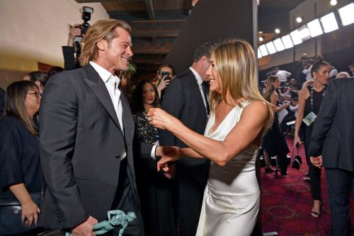Jennifer Aniston reacts to Brad Pitt watching her SAG Awards speech