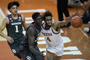 Reaves' 23 points, late FT lift Oklahoma over Texas 80-79