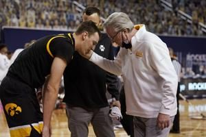 No. 9 Iowa loses forward Nunge to season-ending knee injury