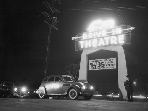 17 vintage photos from the heyday of drive-in movie theaters