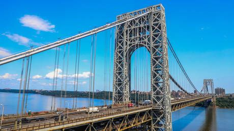 Bomb scare shuts down New York's George Washington Bridge, triggers transit collapse