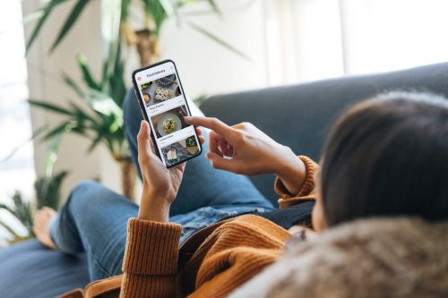 More credit cards than ever offer complimentary cell phone insurance - here are the best options for paying your wireless bill