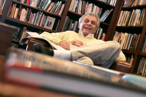 Mort Sahl, one of the first comedians to focus on politics, dies at 94