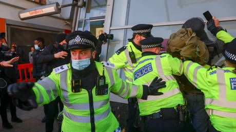 Police chief 'baffled' as to why police officers aren't at the front of the Covid-19 vaccine queue