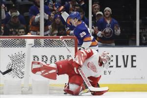 Islanders bury beleaguered Wings, 8-2