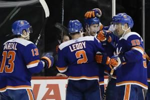Islanders beat Penguins 4-3 in OT, point streak at 16