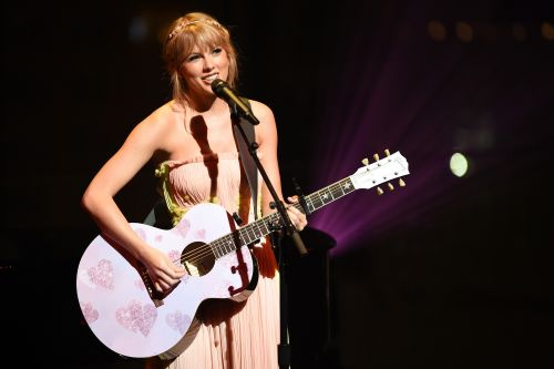 Taylor Swift returns to her upbeat roots in new single, 'ME!'