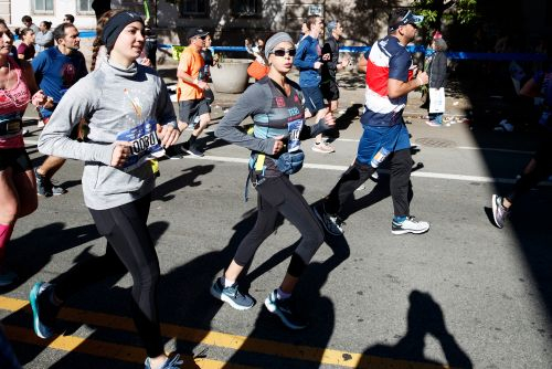 Teri Hatcher runs with daughter for charity in NYC Marathon