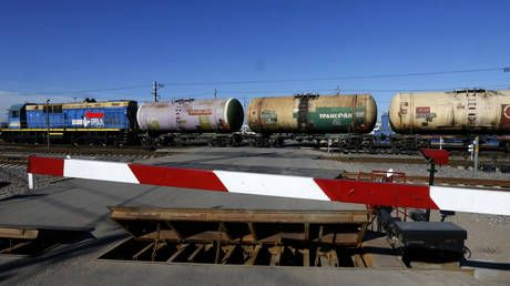 Russia strikes back at Ukrainian sanctions with export ban on oil & petroleum products