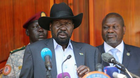 S. Sudan's former rebel leader Machar agrees to form unity govt with President Kiir