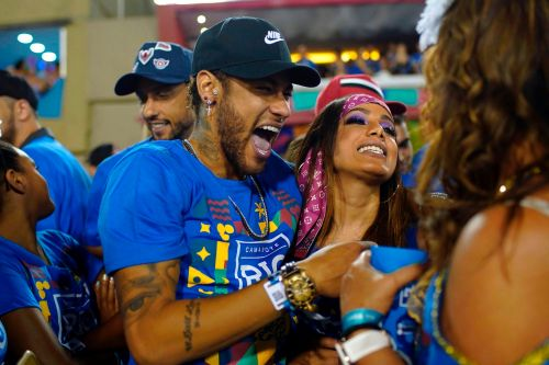 Neymar was sent off in the final minutes of PSG's game on Sunday. He could now attend Brazil's Carnival for the 6th year running - even though it's right in the middle of the soccer season