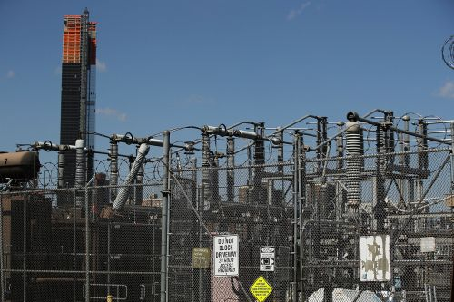 Power outages hit Staten Island after fire at Con Ed substation