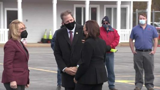 Raw video: VP Kamala Harris is greeted by governor, senator, congressman