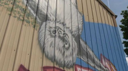 Local artist brings Frankfort Avenue business to life