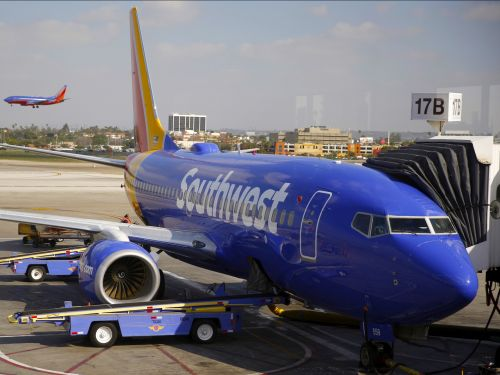 Southwest flight from Oakland rolls off end of runway at Hollywood Burbank Airport