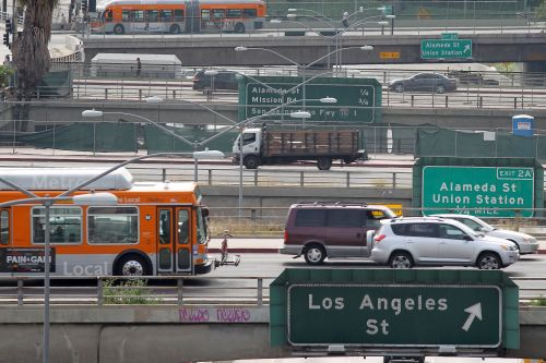 Bipartisan group of lawmakers asks EPA to uphold California car emissions waiver