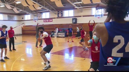 Pembroke Hill boys basketball team undefeated heading into the playoffs