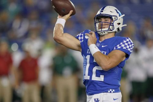 Stoops confident in backup QB as UK aims for first back-to-back wins over Florida in 40-plus years