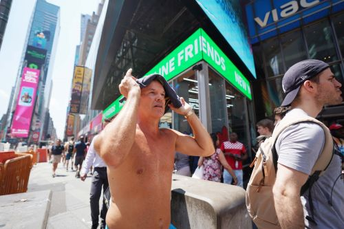 New Yorkers get creative to beat 110° temperatures