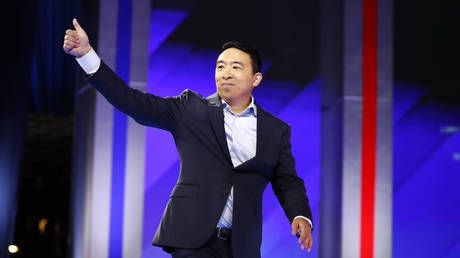 Yang says SNL novice should not be fired over Chinese racial slur, drowned out by PC crowd