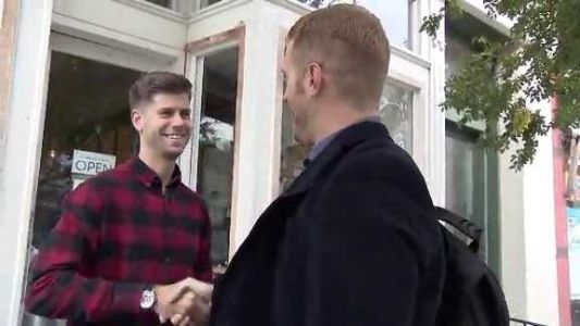 Man travels the country meeting strangers with goal of making 10,000 new friends