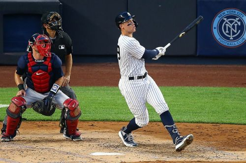 Aaron Judge hits home run in 5th straight Yankees game