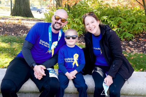 Dad runs first marathon around hospital where his 4-year-old son gets cancer treatment