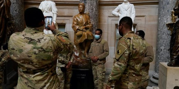 Black troops defending the US Capitol from pro-Trump rioters took a moment to snap a photo with Rosa Parks' statue