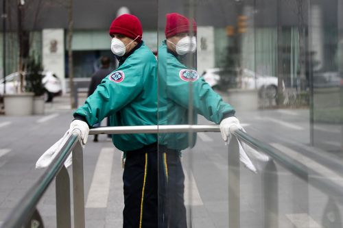 Mask mystery: Why are U.S. officials dismissive of protective covering?