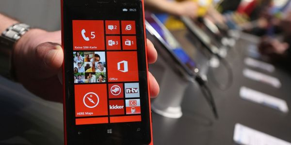 Microsoft is finally killing the last of Windows phone, and wants you to switch to Android or iPhone instead
