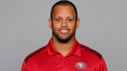 Former college football standout reportedly tackles gunman at Oregon high school