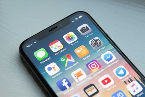 Apple awards $250 million to Kentucky manufacturer of glass for iPhones